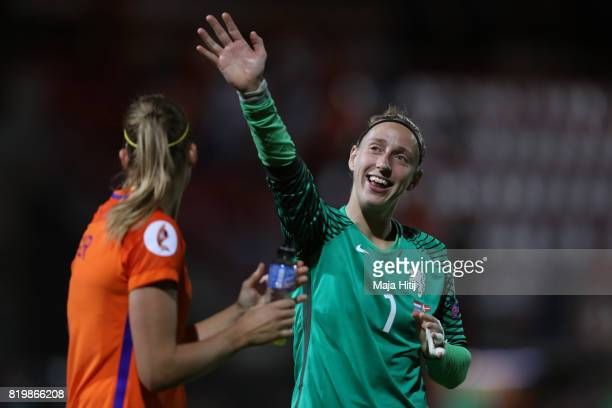 Sari van Veenendaal of the Netherlands acknowledges the crowd after the UEFA Women's Euro 2017 Group A match between Netherlands and Denmark at...
