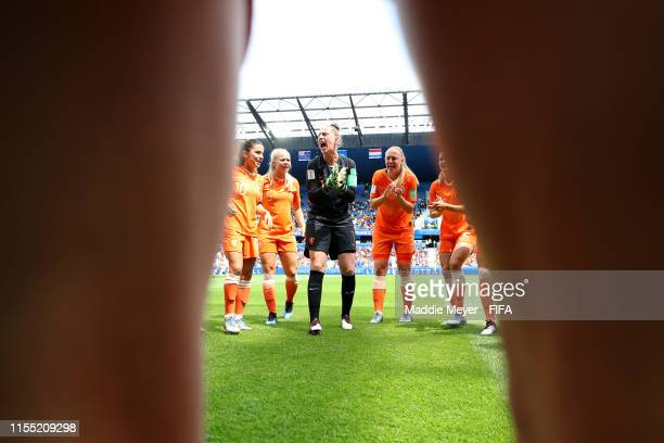 Sari Van Weenendaal of the Netherlands speaks with her teammates as the Netherland players form a team huddle prior to the 2019 FIFA Women's World...