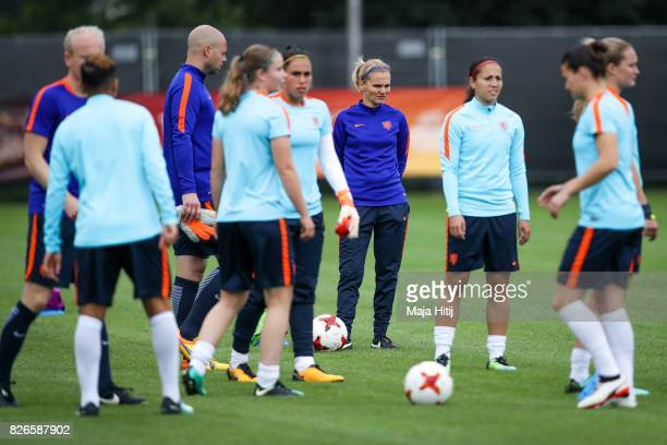 Sarina Wiegman head coach of Netherlands and the players during the Netherlands Training Session at SV De Lutte De Grolsch Veste Stadium on August 5...