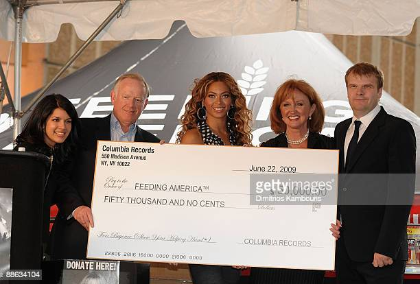 Sarita Finnie Rob Stringer of Columbia Records Beyonce Knowles Vicki Escarra of Feeding America and Steve Barnett of Columbia Records announce The...
