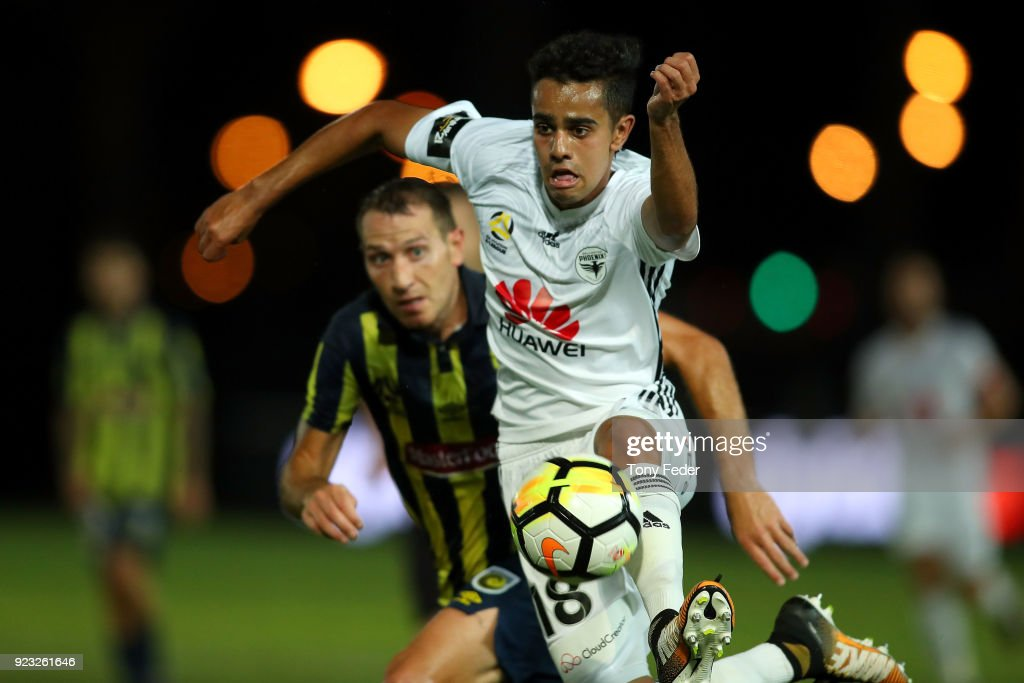 Sarpreet Singh of the Phoenix Contests the ball with Alan Baro of the Mariners during the round 21 A-League match between the Central Coast Mariners and the Wellington Phoenix at Central Coast Stadium on February 23, 2018 in Gosford, Australia.