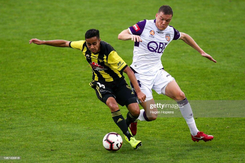 A-League Rd 6 - Wellington v Perth : News Photo