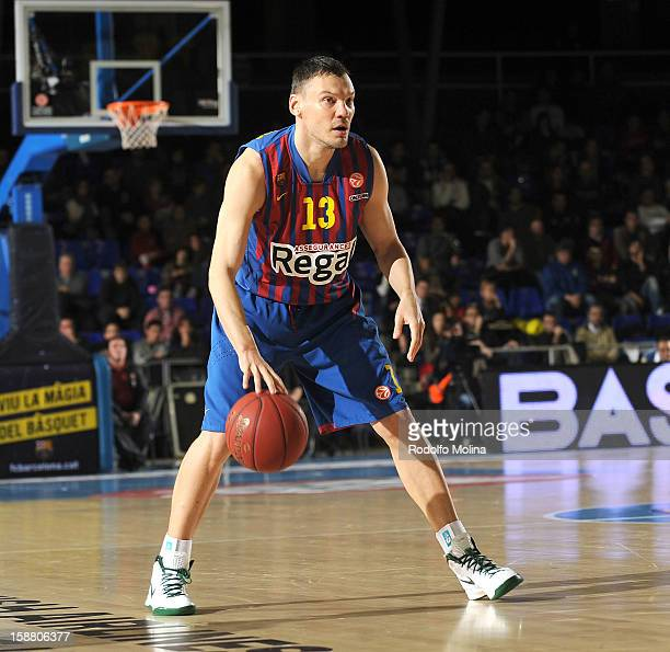 Sarunas Jasikevicius #13 of FC Barcelona Regal in action during the 20122013 Turkish Airlines Euroleague Top 16 Date 1 between FC Barcelona Regal v...