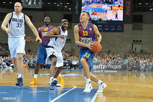 Sarunas Jasikevicius of FC Barcelona Regal drives against Vince Carter of the Dallas Mavericks during the game at Palau St Jordi for NBA Europe Live...