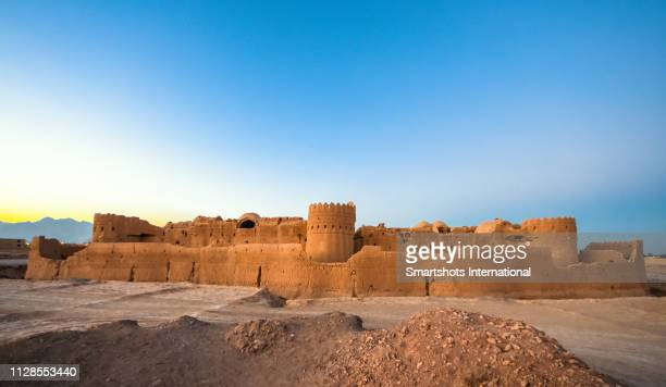 """saryazd fortress built in the 7th century ad in """"dasht-e kavir"""" desert near yazd, iran - persian culture stock pictures, royalty-free photos & images"""