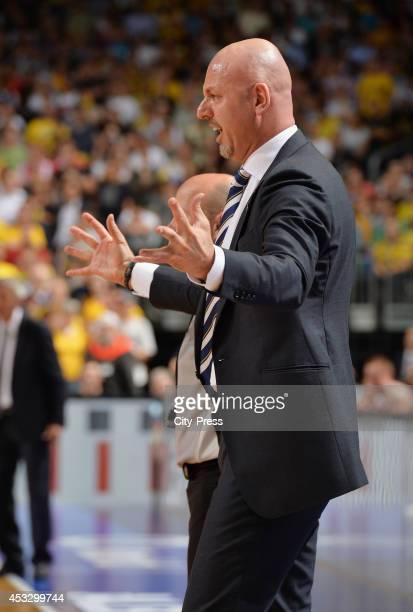 Sasa Obradovic gestikuliert während Spiel 4 der Beko BBL playoffs zwischen Alba Berlin und FC Bayern München
