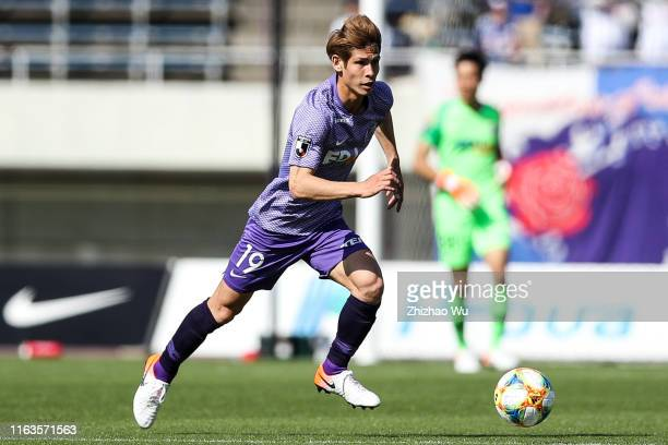 Sasaki Sho of Sanfrecce Hiroshima controls the ball during the J.League J1 match between Sanfrecce Hiroshima and Yokohama F.Marinos at Edion Stadium...