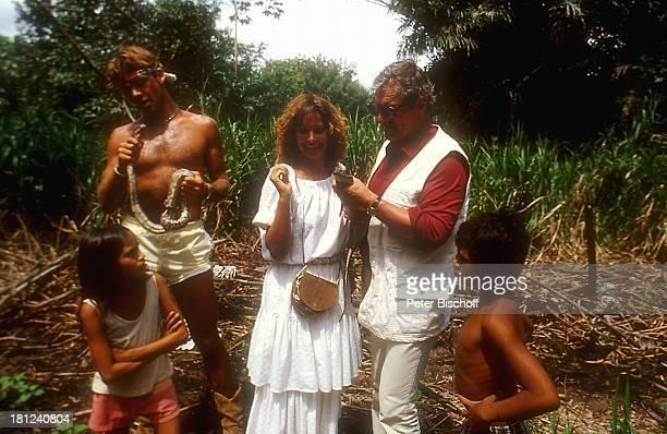 Sascha Hehn Heinz Weiss Heide Keller am Rande der Dreharbeiten zur ZDFReihe 'Traumschiff' Folge 12 'Brasilien' Amazonas Brasilien Südamerika Ausflug...