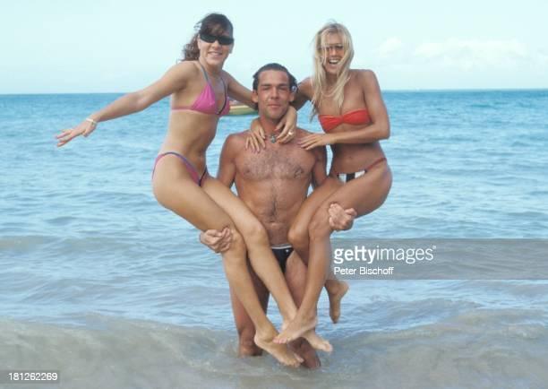 Sascha Hehn Puertoricanerinnen am Rande der Dreharbeiten zur ZDFReihe Traumschiff Folge 9 Puerto Rico San Juan Karibik Ausflug Urlaub Meer Bikini...