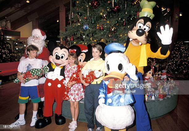 Sascha Kolonko MickeyMouse Elena Fliegel Oliver Seidel Donald Duck Goofy Dreharbeiten zur ZDFReihe Traumschiff Folge 18 Florida Dreh im Freizeitpark...