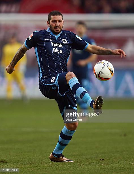 Sascha Moelders of 1860 Muenchen controles the ball during the Second Bundesliga match between 1 FC Kaiserslautern and TSV 1860 Muenchen at...