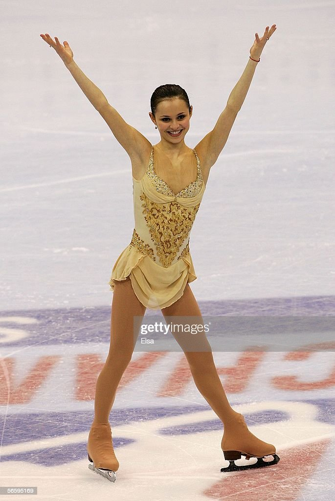 Sasha Cohen knowledges the crowd as she enters the ice for the medal ceremony after the Women's Free program during the 2006 State Farm U.S. Figure Championships at the Savvis Center on January 14, 2006 in St. Louis, Missouri. Cohen came in first place.