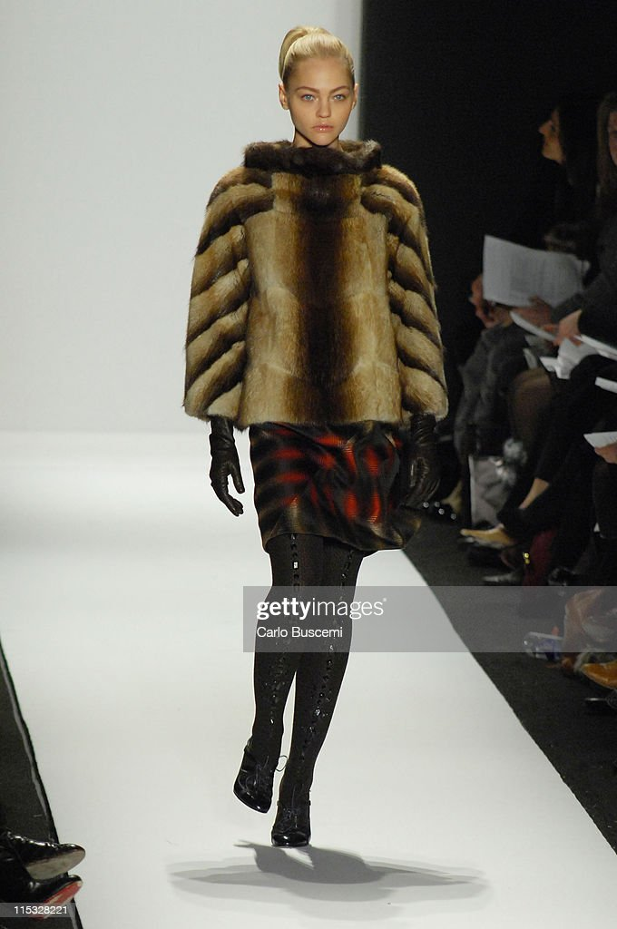 Mercedes-Benz Fashion Week Fall 2007 - Carolina Herrera - Runway