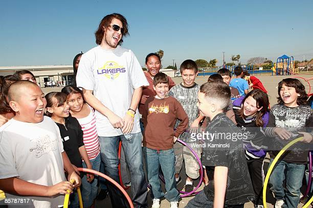 Sasha Vujacic of the Los Angeles Lakers laughs with students during Anthem Blue Cross's Fit for Life nutrition campaign on March 16 2009 at Mark...