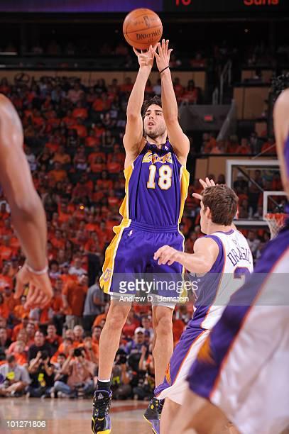 Sasha Vujacic of the Los Angeles Lakers shoots against Goran Dragic of the Phoenix  Suns in 20e11ca05
