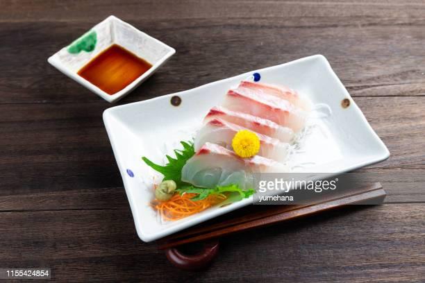 sashimi de dorada en mesa de madera - sashimi fotografías e imágenes de stock