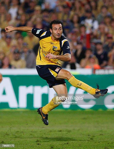 Sasho Petrovski of the Mariners kicks a goal in extra time during the A-League Major Semi Final second leg match between the Central Coast Mariners...
