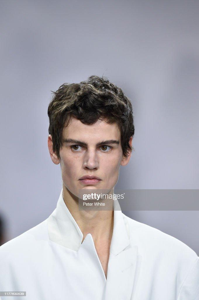 Haider Ackermann : Runway - Paris Fashion Week - Womenswear Spring Summer 2020 : News Photo