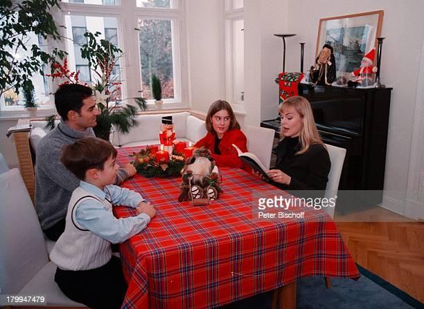 Saskia Valencia mit Ehemann NicolasTochter Alexandra Sohn LeonardHomestory Berlin Deutschland Europa Advent Weihnachten