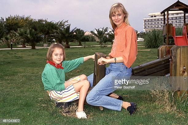 'Saskia Valencia Tochter Alexandra Valencia Urlaub am im ''Parardise Albeach Golf Hotel'' in Belek bei Antalya Türkei '