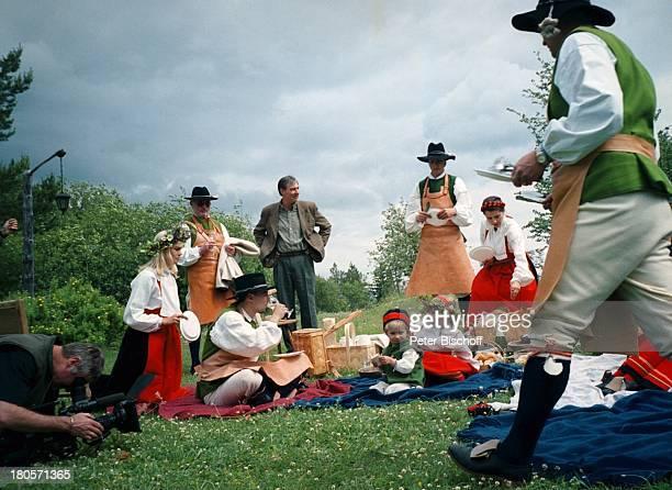 Saskia Valencia Trachtengruppe ZDFReihe'Reiselust' Dalarna Schweden'Midsommar'Fest Tracht Picknick Urlaub
