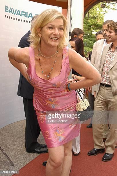 Saskia Vester, Empfang der Bavaria Film, Filmfest München, , P.-Nr.: 906/2005, Handtasche, Dekollete, Kette, Halskette, Schmuck, Sommerkleid, Kleid,...