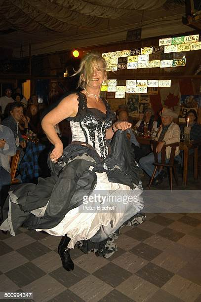 Saskia Vester Gäste Party zum 75 Geburtstag von E l l e n S c h w i e r s München/ Feldmoching PNr 834/2005 Lokal Rattlesnake Tanzfläche tanzen...