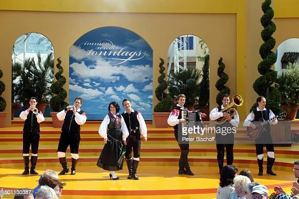 Saso Avsenik die Oberkrainer Publikum ARDShow Immer wieder Sonntags EuropaPark Rust BadenWürttemberg Deutschland Europa Bühne Auftritt Band Trompete...