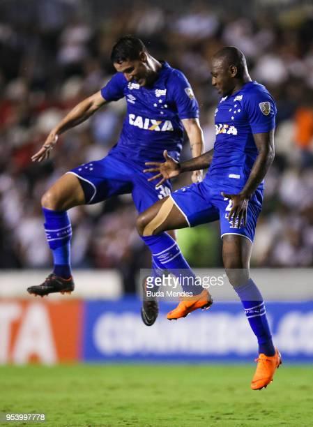 Sassa and Thiago Neves of Cruzeiro celebrates a scored goal during a match between Vasco da Gama and Cruzeiro as part of Copa CONMEBOL Libertadores...