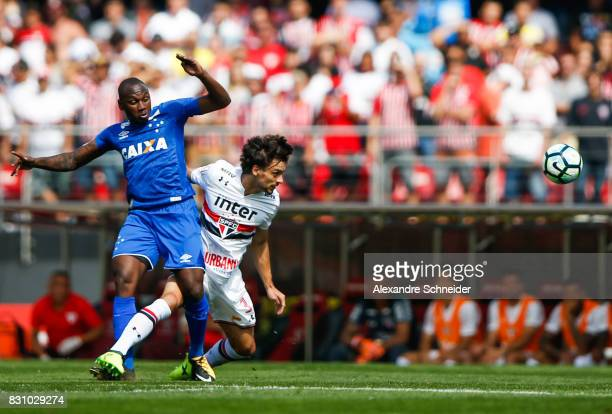 Sassa of Cruzeiro and Rodrigo Caio of Sao Paulo in action during the match between Sao Paulo and Cruzeiro for the Brasileirao Series A 2017 at...