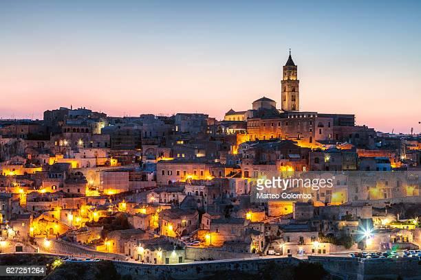 sassi di matera at dusk, matera, basilicata, italy - unesco werelderfgoed stockfoto's en -beelden