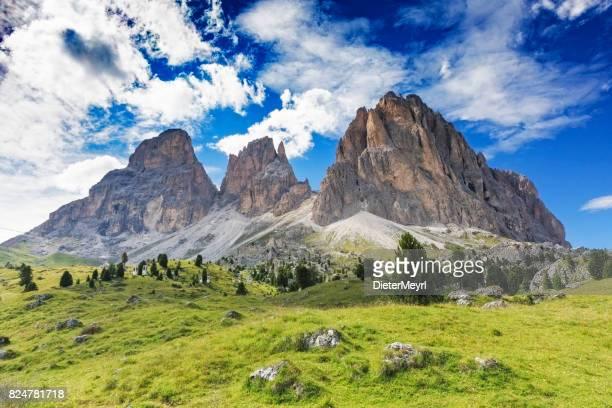 langkofel oder berggruppe langkofel, dolomiten, trentino alto adige - dolomiten stock-fotos und bilder