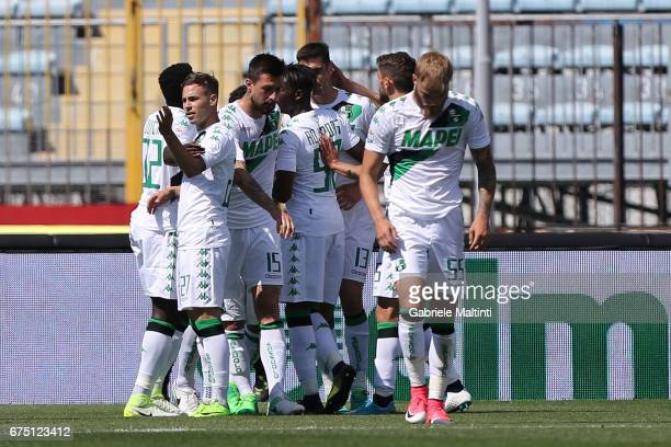 Sassuolo Calcio players celebrate a goal scored by Federico Peluso during the Serie A match between Empoli FC and US Sassuolo at Stadio Carlo...