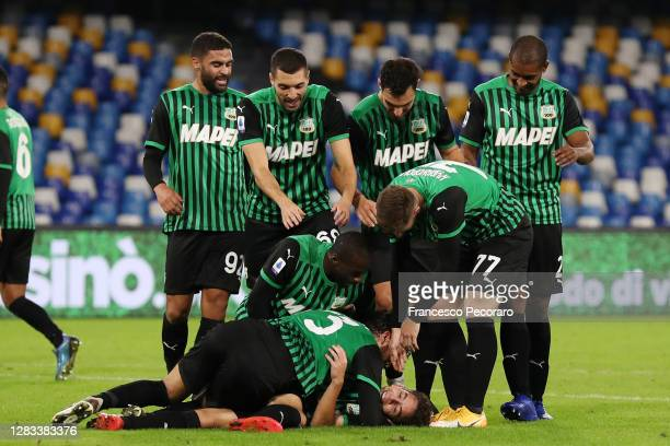 Sassuolo players celebrate the 0-2 goal scored by Maxime Lopez during the Serie A match between SSC Napoli and US Sassuolo at Stadio San Paolo on...
