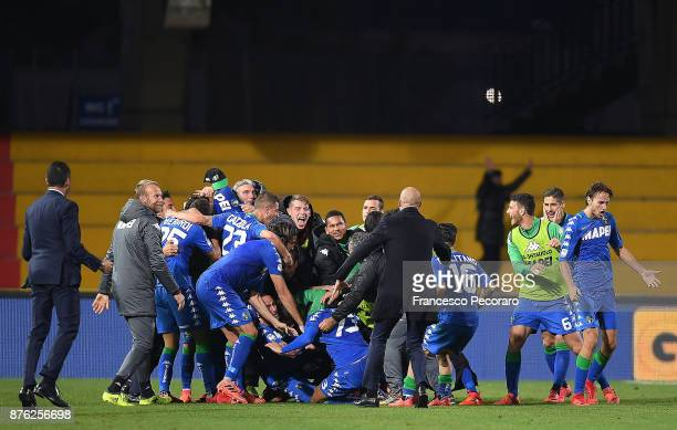 Sassuolo players celebrate the 12 goal scored by Federico Peluso during the Serie A match between Benevento Calcio and US Sassuolo at Stadio Ciro...