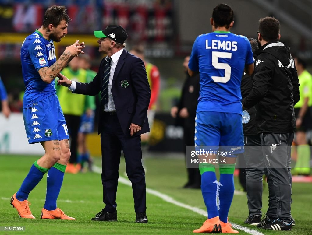 Sassuolo's Italian coach Giuseppe Iachini talks with Sassuolo's Italian defender Francesco Acerbi during the Italian Serie A football match between AC Milan and Sassuolo at the San Siro stadium in Milan on April 8, 2018. /