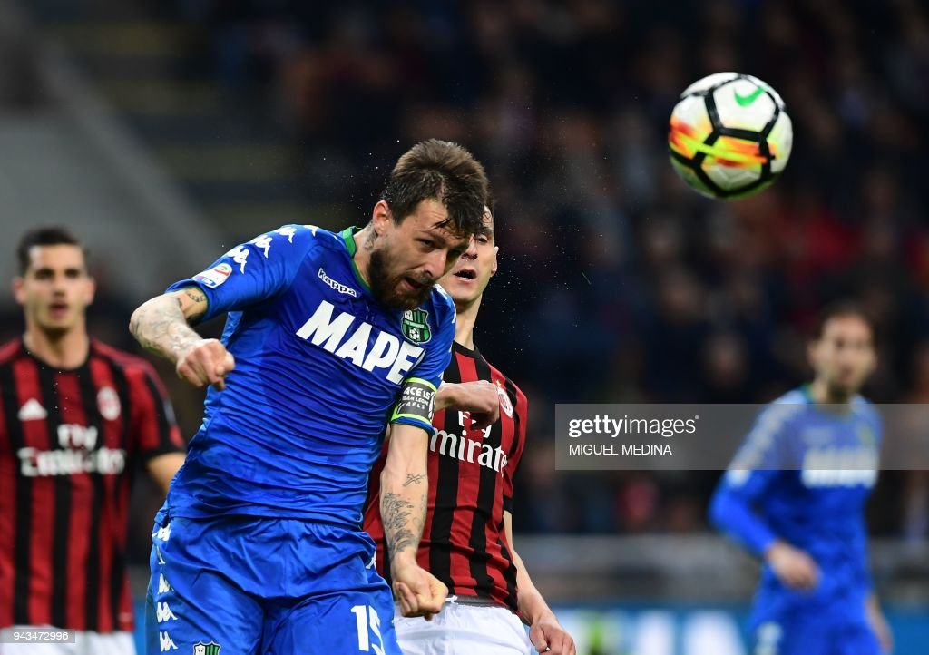 Sassuolo's Italian defender Francesco Acerbi heads the ball during the Italian Serie A football match between AC Milan and Sassuolo at the San Siro stadium in Milan on April 8, 2018. /
