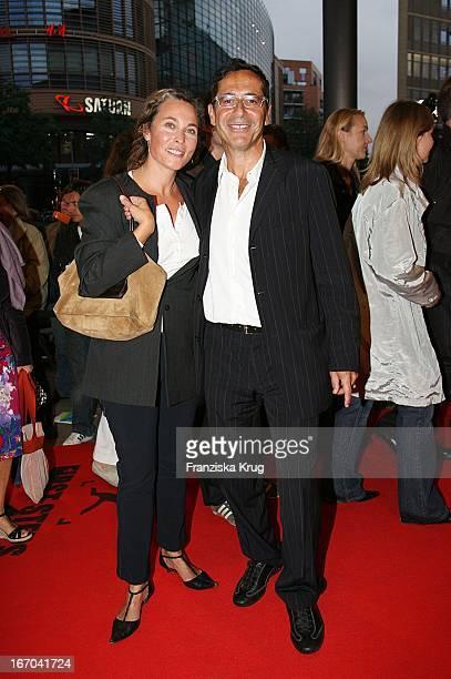 Sat1 Chef Dr Roger Schawinski Und Ehefrau Gabriella Sontheim Bei Der Verleihung Der First Steps Awards Im Theater Am Potsdamer Platz In Berlin Am...