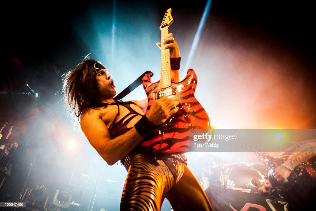 Steel Panther In Concert : Nachrichtenfoto