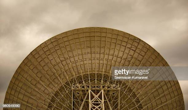 satellite dish of radio telescope, canberra, australia - receiver stock pictures, royalty-free photos & images