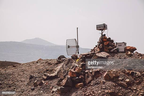 satellite dish on mountain against clear sky during sunny day - bortes imagens e fotografias de stock