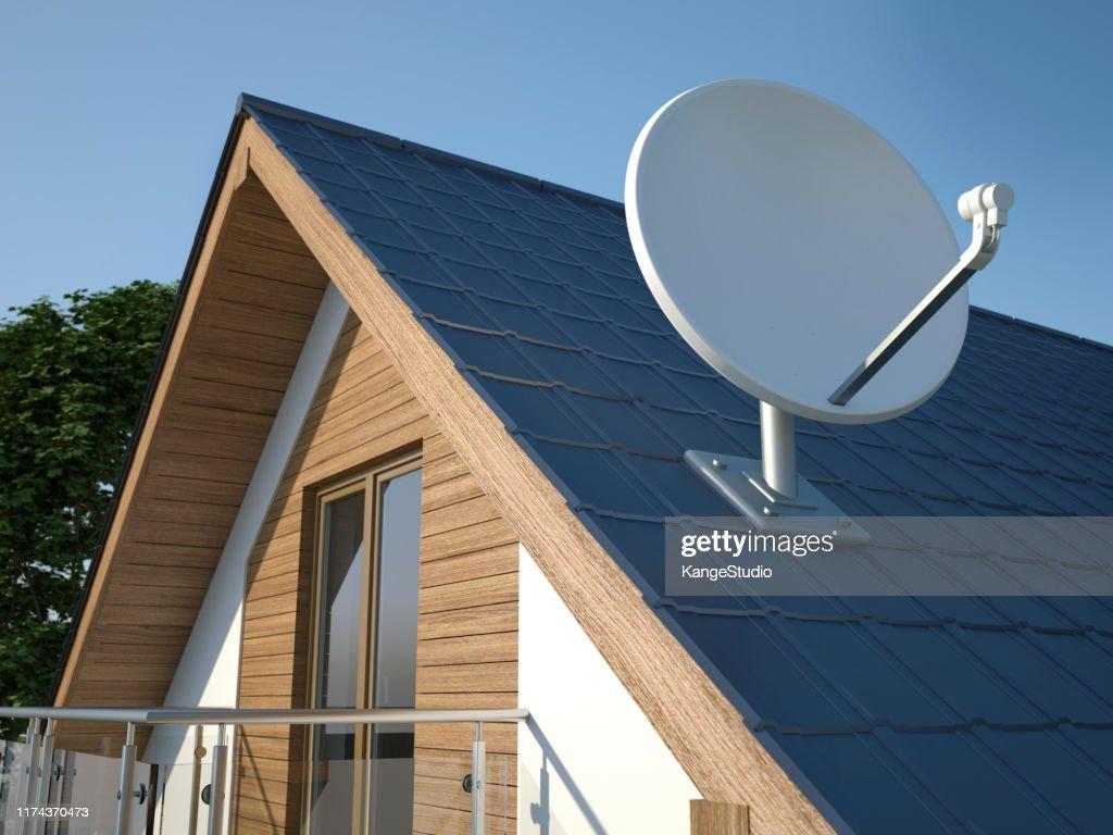 Satellitenschüssel auf dem Dach : Stock-Foto