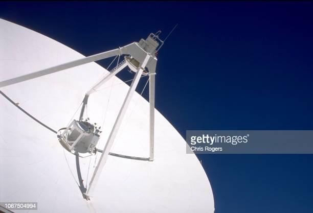 satellite dish - テレビ塔 ストックフォトと画像