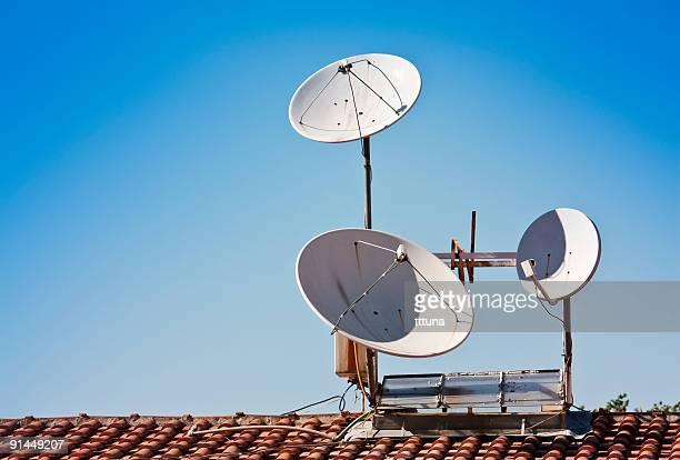 white fernsehen satelliten-regeln verschiedene möglichkeiten - antenne stock-fotos und bilder