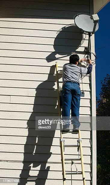 Satellitenfernsehen Reparatur Mann