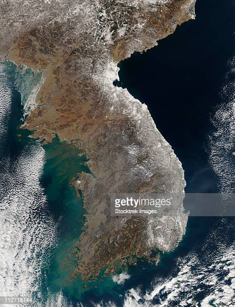 satellite view of snowfall along south korea's east coast. - península fotografías e imágenes de stock
