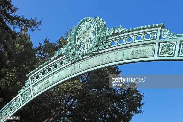 sather ゲート、カリフォルニア大学バークレー校 - カリフォルニア州 バークレー ストックフォトと画像