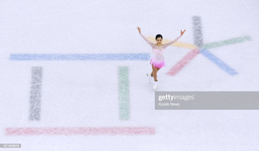 Satoko Miyahara of Japan acknowledges spectators after performing in the women's figure skating short program at the Pyeongchang Winter Olympics in Gangneung, South Korea, on Feb. 21, 2018. ==Kyodo
