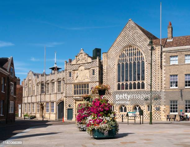 saturday market place and the town hall in king's lynn, norfolk - king's lynn stock pictures, royalty-free photos & images