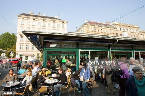 Saturday shoppers, Naschmarkt.